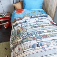 posciel mlodziezowa dla mlodziezy bawelniana niebieska  140x200 bawelniana dla chlopaka z motywem miasta i statkow pociagow mostow